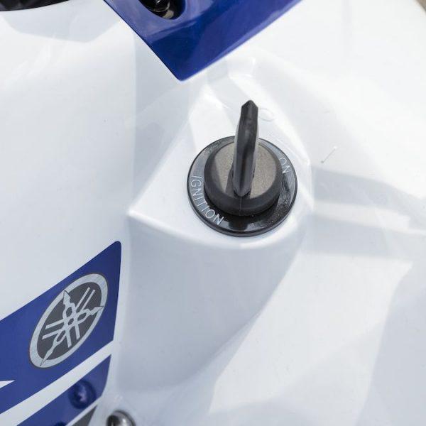 2019-Yamaha-YFZ50-EU-Racing_Blue-Detail-002-03_Tablet